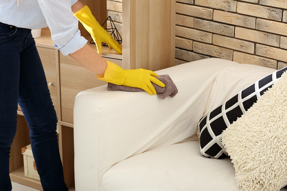 Чистка дивана на дому